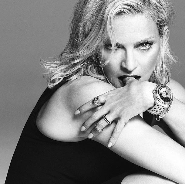 Madonna posa para campanha da grife Versace