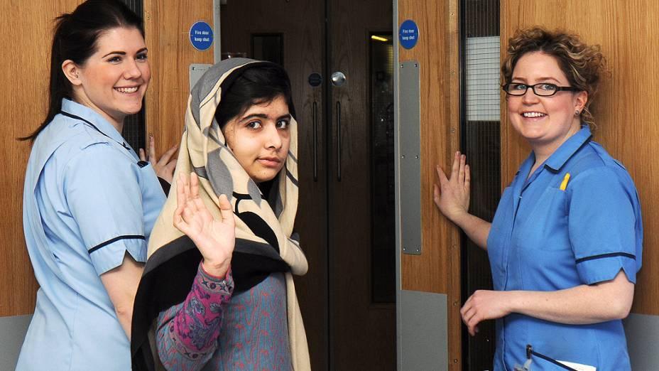 Ativista paquistanesa Malala Yousafzai, 15, deixa hospital no Reino Unido onde estava internada após ser baleada pelo Talibã (04/01/2013)