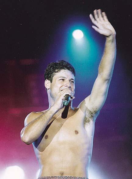 Dinho durante o último show do conjunto Mamonas Assassinas, Brasília - 02 de março de 1996