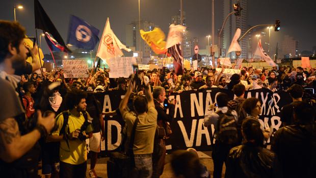 Manifestação organizada pelo movimento Passe Livre, em São Paulo