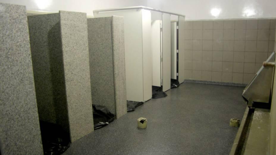 Maracanã: à frente, os banheiros em fase de finalização; ao fundo, um teste descartado