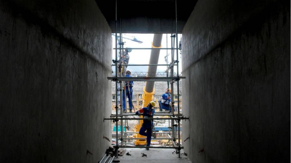 Maracanã: operários trabalham em dois turnos, das 7h às 17h e das 17h às 7h
