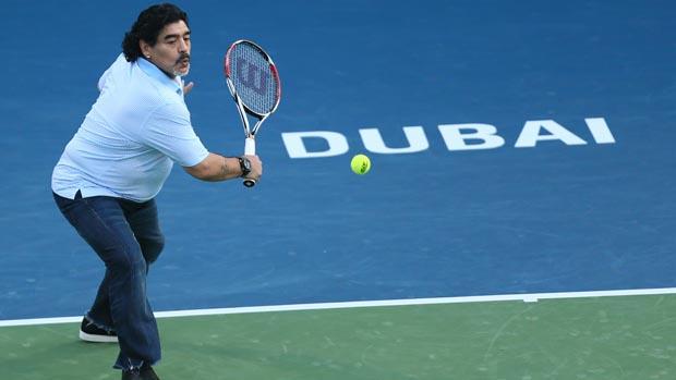 Maradona durante torneio de tênis, em Dubai