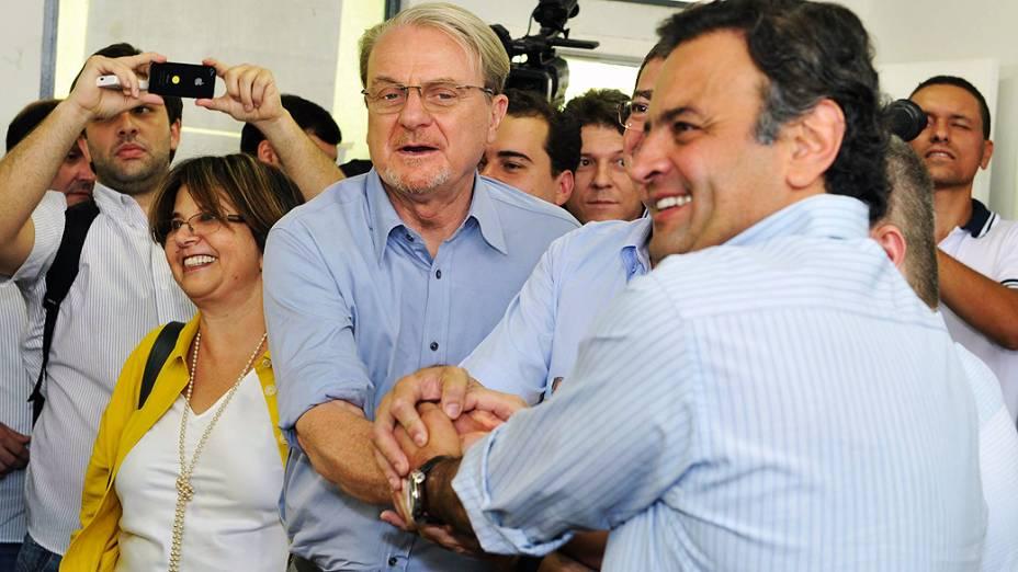 O prefeito e candidato à reeleição, Marcio Lacerda, vota no Colégio Estadual Central, em Belo Horizonte (MG), neste domingo (07)