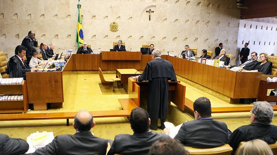 Márcio Thomaz Bastos abre terceiro dia de apresentação da defesa dos réus do mensalão, em 08/08/2012
