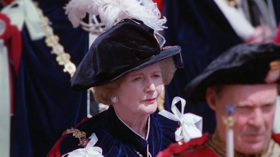 Margaret nomeada membro da Ordem da Jarreteira, a mais alta da cavalaria britânica, 1995