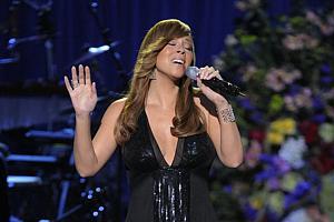 Mariah Carey canta no funeral de Michael