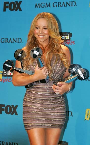 Mariah Carey foi à premiação Billboard Music Awards em 2005 exibindo curvas mais generosas