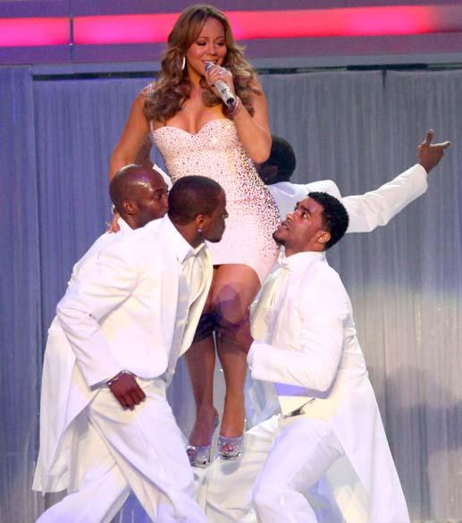 Após o casamento com o rapper Nick Cannon, no final de 2008, Mariah Carey começou a brigar com a balança. Em apresentação no Madison Square Garden em Nova York (2009), seus bailarinos mostraram dificuldade em levantar a cantora