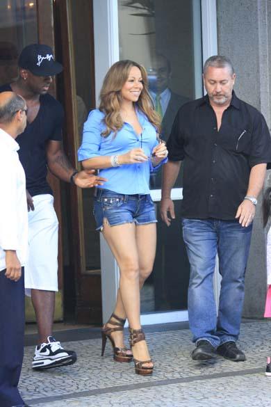 Em visita ao Brasil para se apresentar em evento de moda em 2009, Mariah Carey parecia de volta à antiga forma. Seu novo tamanho foi bastante comentado – até porque ela precisou ser ajudada pelos bailarinos para se locomover