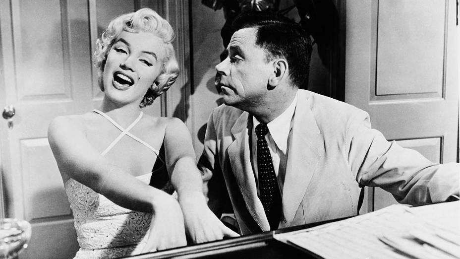 Marilyn Monroe e Tom Ewell em cena do filme The Seven Year Itch em 1955