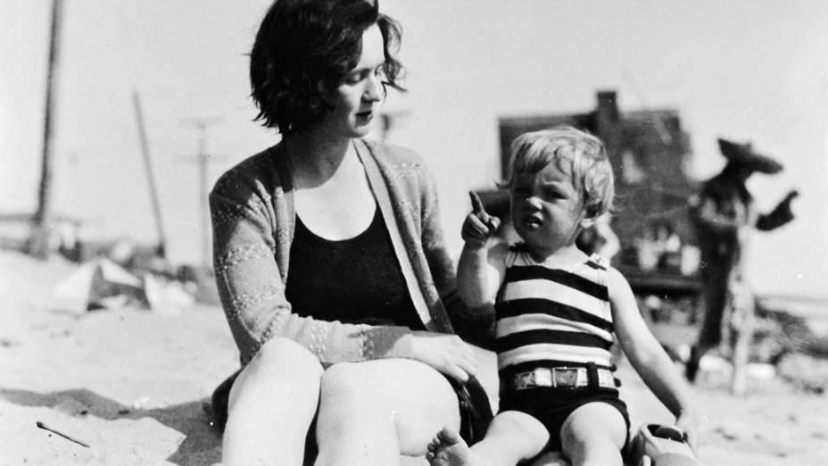 Norma Jean Baker (Marilyn Monroe) e sua mãe, Gladys Baker, em 1929