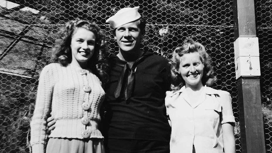 Norma Jean Baker (Marilyn Monroe) com seu primeiro marido, James Dougherty, em 1943