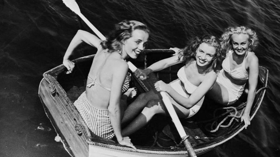 Norma Jean Baker (Marilyn Monroe - ao centro) com amigas em 1941
