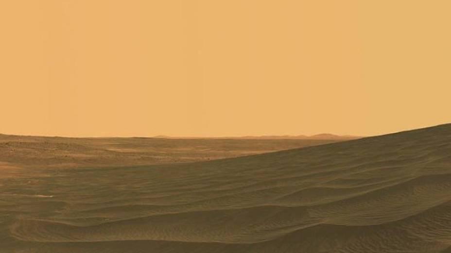 """<p>Imagem do """"El Dorado Dune Field"""", montada com fotografias tiradas durante vários dias pelo robô Spirit</p>"""