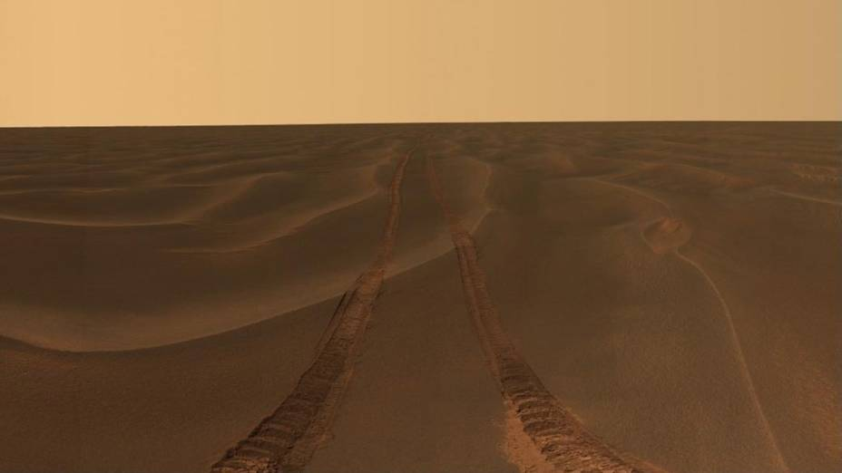 <p>A imensidão vazia de Marte, fotografada por Opportunity durante um mês em que esteve preso na areia do planeta</p>