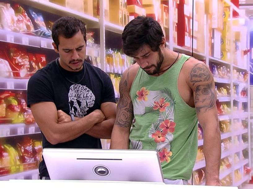 Matheus e Renan fazem compras no BBB16