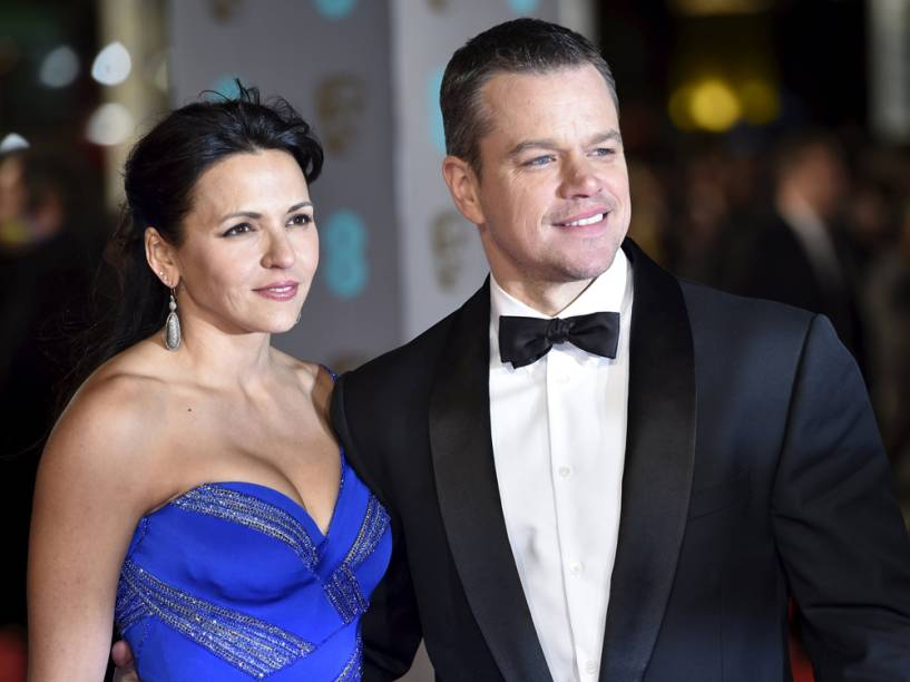 Matt Damon e a esposa Luciana Barroso chegam ao Royal Opera House, em Londres, para a cerimônia do Bafta 2016