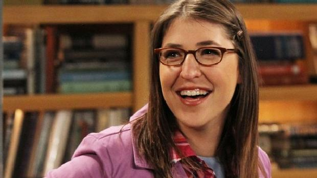 Mayim Bialik é Amy em The Big Bang Theory