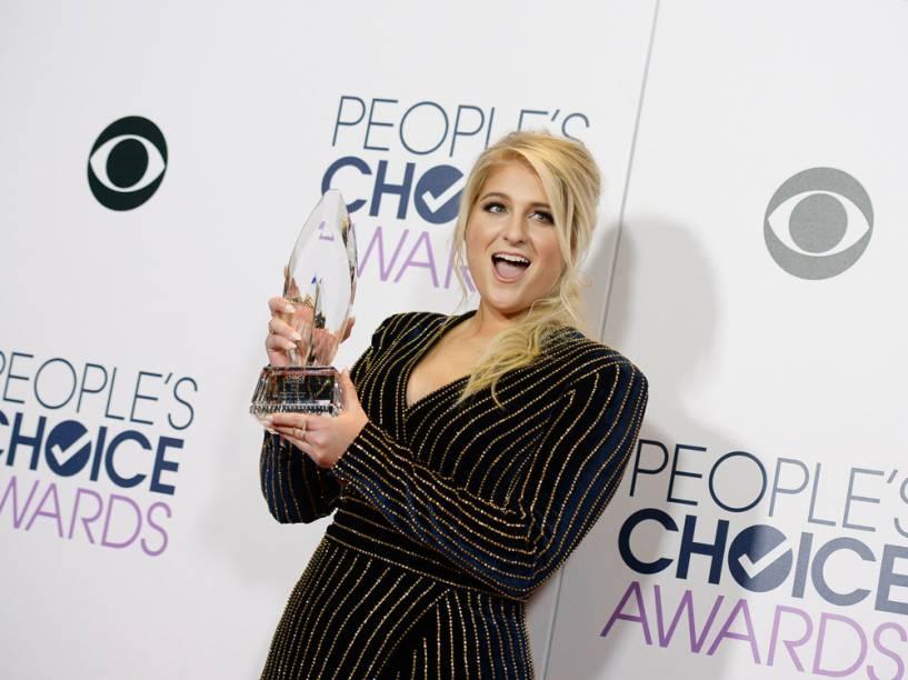 Meghan Trainor leva o prêmio de melhor disco no Peoples Choice Awards 2016