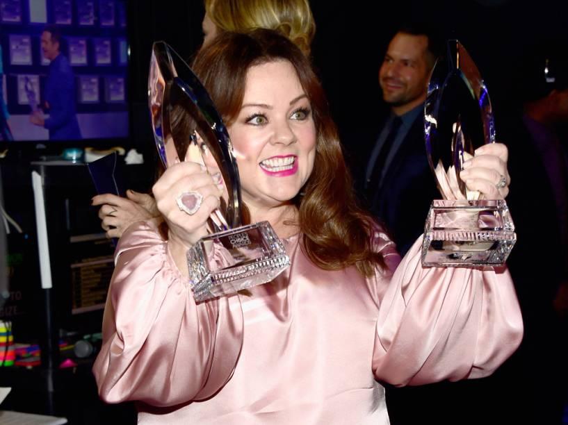 Melissa McCarthy levou os prêmios de melhor atriz cômica no cinema e na TV no People's Choice Awards 2016