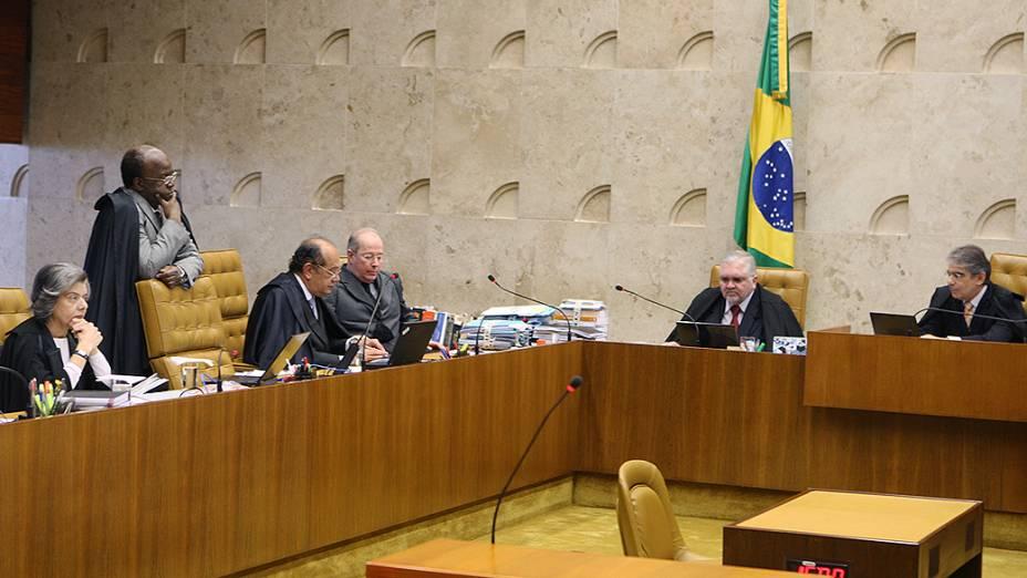 Ministros do STF retomam o julgamento do mensalão, com o voto do revisor, ministro Ricardo Lewandowski