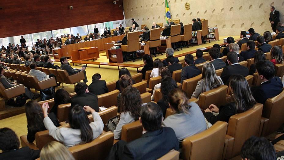 Os ministros do STF retomaram na sessão plenária o julgamento do mensalão, nesta quarta-feira(29)