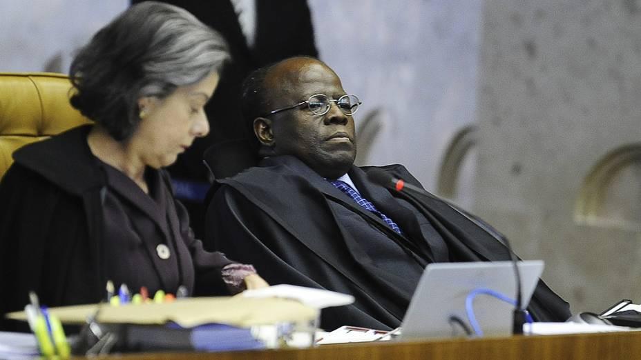 Os ministros do Supremo Tribunal Federal (STF), Cármen Lúcia e Joaquim Barbosa durante julgamento do mensalão