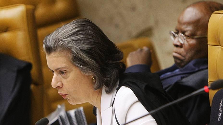 Ministra Cármen Lúcia durante julgamento do mensalão, em 13/09/2012