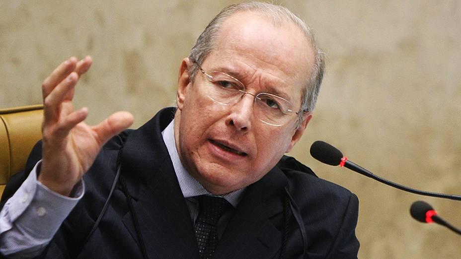 Ministro Celso de Mello durante julgamento do mensalão, em 13/09/2012