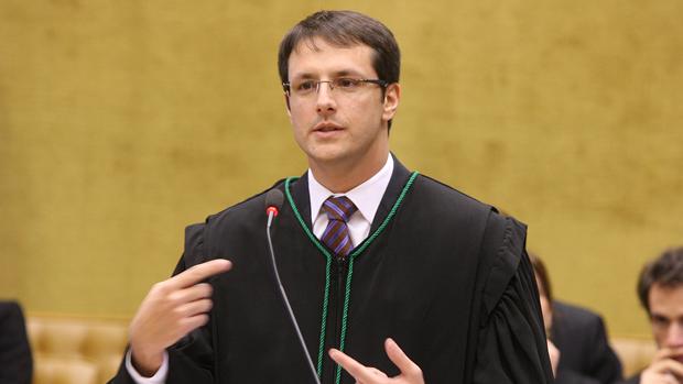 Advogado de Carlos Alberto Quaglia fala durante julgamento do mensalão, em 10/08/2012
