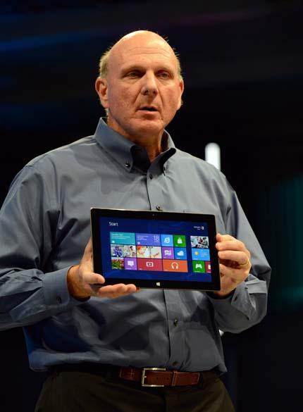 Steve Ballmer, CEO da Microsoft, durante anúncio do novo tablet em evento misterioso em Los Angeles