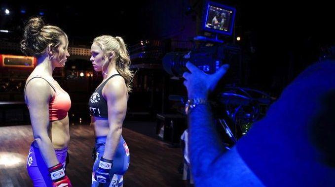 Miesha Tate e Ronda Rousey antes de seu duelo no Strikeforce