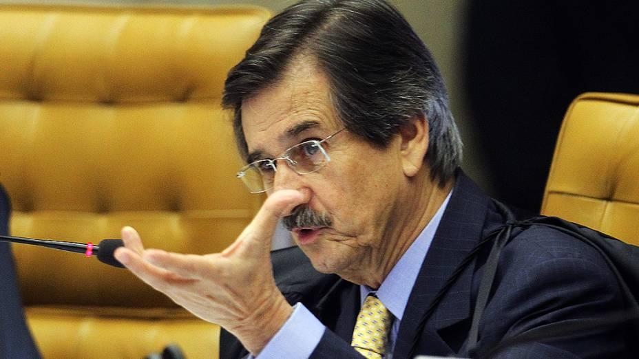 O ministro Cezar Peluso faz a leitura do seu voto em sessão do Supremo Tribunal Federal (STF), em Brasília