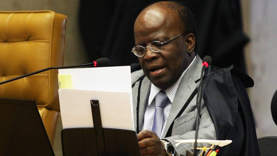 O relator do Mensalão, ministro Joaquim Barbosa, durante sessão no plenário do Supremo Tribunal Federal (STF), em Brasília, nesta quinta-feira (20)