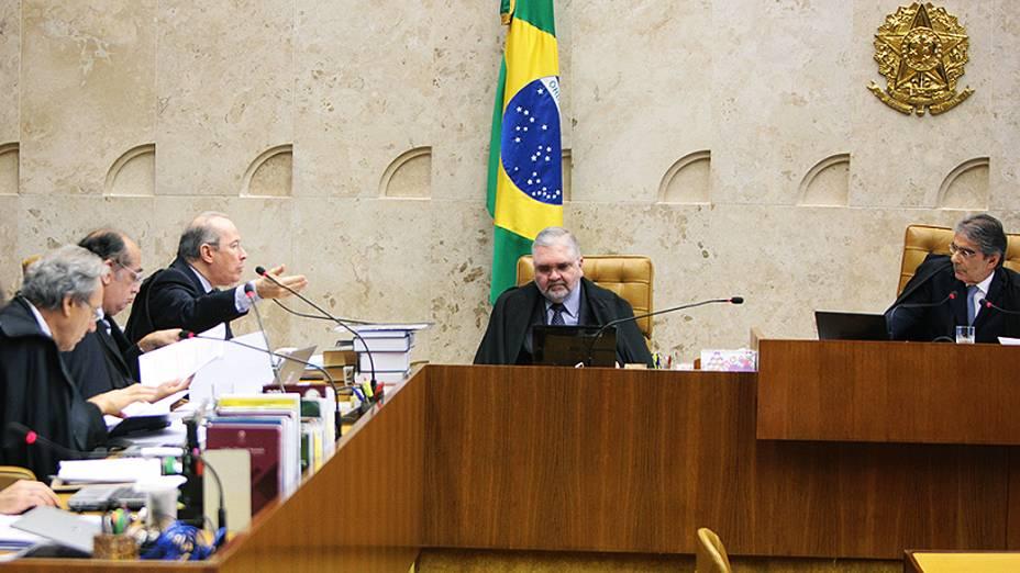 Ministros do Supremo Tribunal Federal (STF) durante sessão do julgamento do mensalão, em 23/10/2012