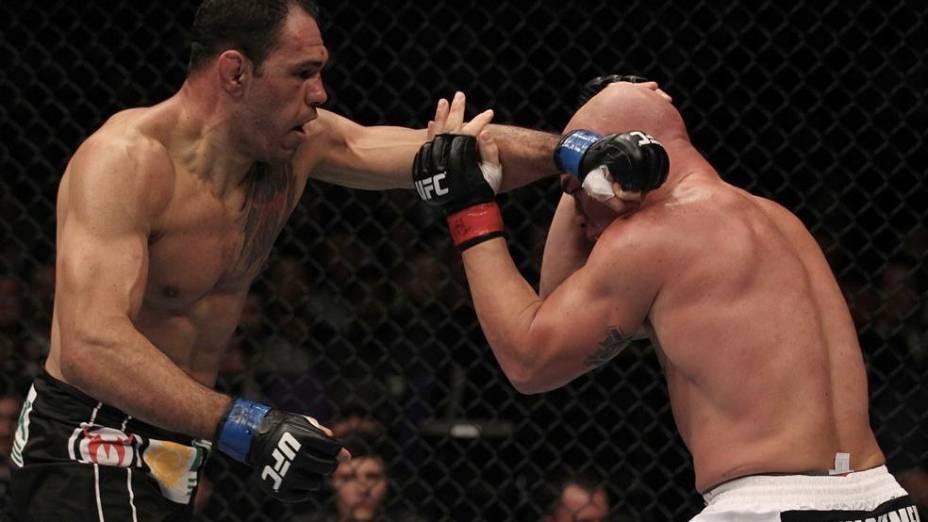 Minotouro e Tito Ortiz duelam no UFC 140