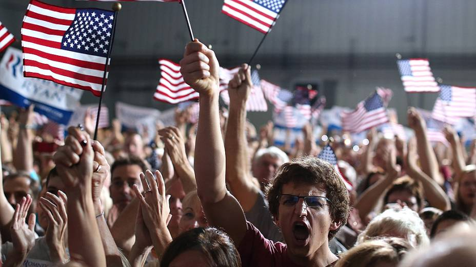 Simpatizantes do candidato republicano à presidência dos Estados Unidos, Mitt Romney durante comício no estado americano do Iowa, em 24/10/2012