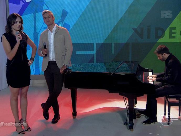Monica Iozzi e Otaviano Costa cantam na despedida da apresentadora do Vídeo Show