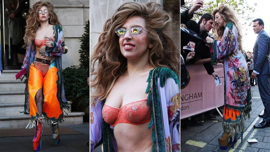 Lady Gaga vista deixando seu hotel, em Londres neste domingo (08)