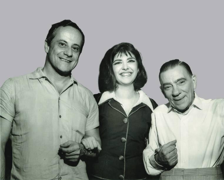 Marília e Procópio Ferreira (à direita) recebendo a visita de Paulo Autran no camarim, após apresentação da peça Como Vencer na Vida Sem Fazer Força (1964)