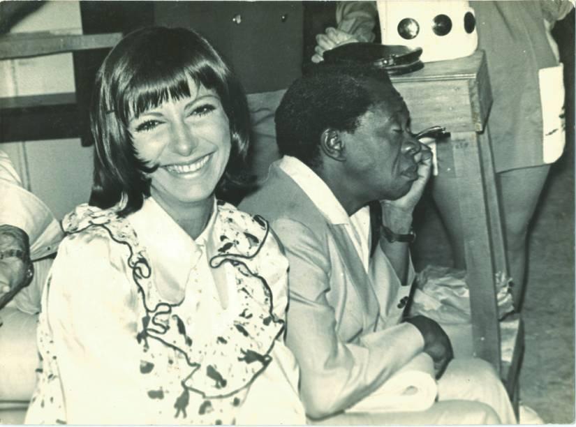 Marília Pêra e Grande Otelo nos bastidores da novela Uma Rosa Com Amor, na TV Globo, em 1972