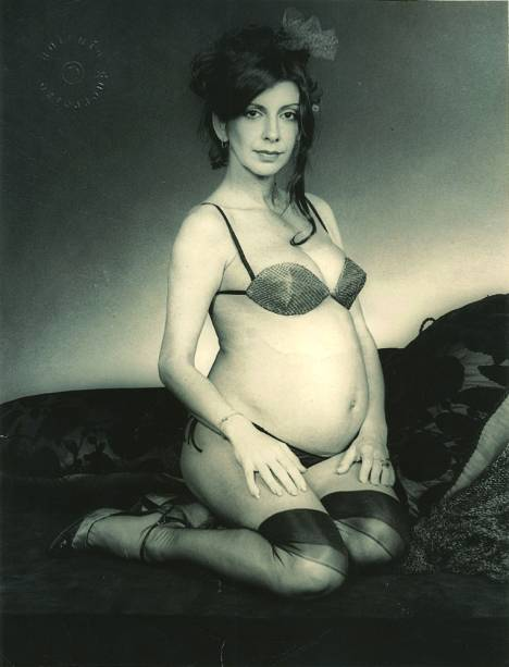 Marília posa grávida de Nina para Antônio Guerreiro, 1980