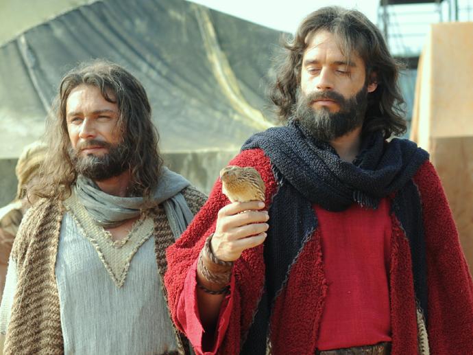 Arão (Petrônio Gontijo) e Moisés (Guilherme Winter) em Os Dez Mandamentos