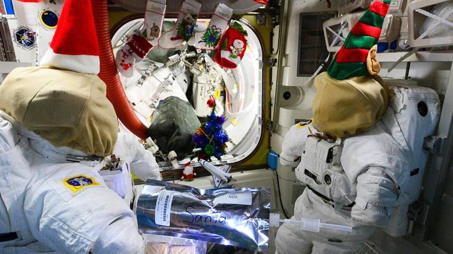 <p>Astronautas comemoram Natal na estação espacial</p>
