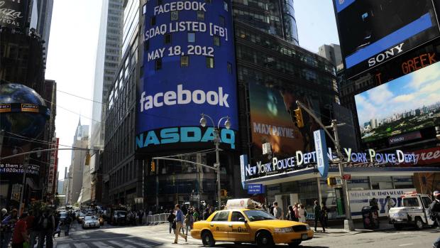 Nasdaq dá boas-vindas ao Facebook através de telão em Nova York