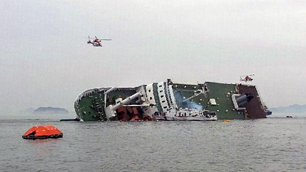 Navio de passageiros afunda na costa da Coreia do Sul