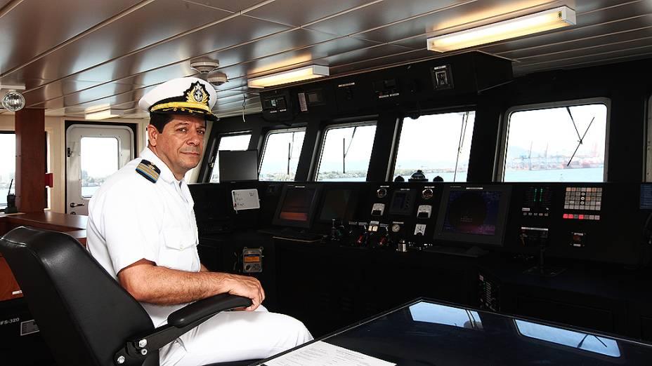 Sala de navegação do Alpha Crucis com o Capitão José Helvécio Moraes de Rezende