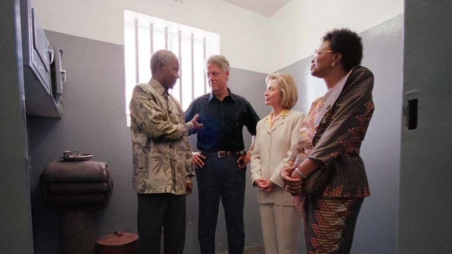 1998 - Nelson Mandela, o ex-presidente dos Estados Unidos Bill Clinton, Hillary Clinton e Graça Machel