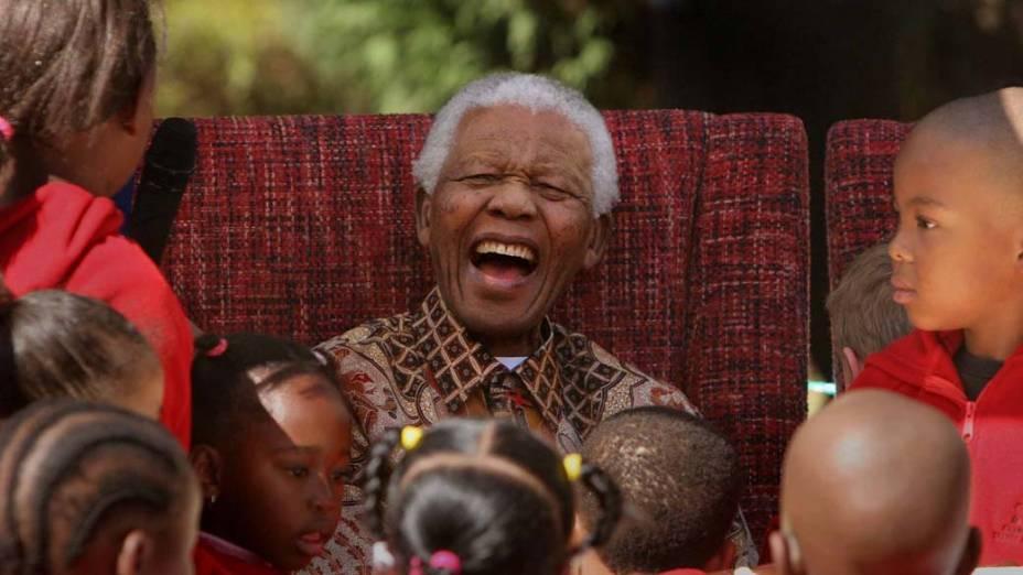 2007 - Nelson Mandela durante seu 89º aniversário na Fundação Nelson Mandela para as Crianças, em Johanesburgo, África do Sul